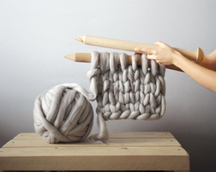 Lampadario Filo Di Ferro Fai Da Te : Come realizzare un lampadario con un gomitolo di lana