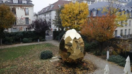 Non è un semplice uovo d'oro: quando vedrete cosa nasconde all'interno resterete stupiti
