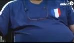 Francia-Inghilterra 1-1 un tifoso francese dorme