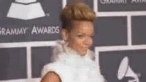Rihanna beve per superare dolore morte nonna ma poi chiede scusa