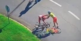 Giro del Portogallo, ciclisti vengono alle mani al traguardo: squalificati
