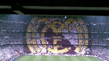 """Il """"mosaico"""" dei tifosi del Real Madrid prima della sfida col Barcellona"""