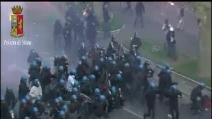 Corteo a Roma, gli scontri visti dalle telecamere della Polizia