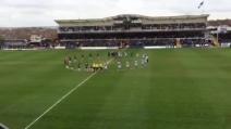 """Nello stadio del Bristol cantano """"You'll never walk alone"""" in memoria di Hillsborough"""