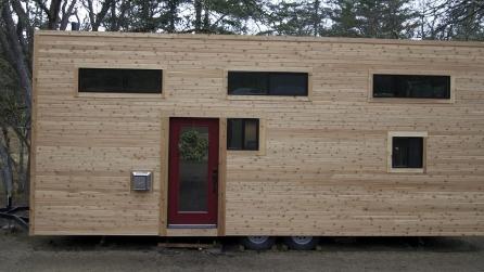 Los angeles uomo costruisce una mini casa per la for Costruisci una casa per 100k