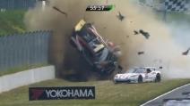 Incidente pauroso durante una prova dell'ADAC GT in Germania