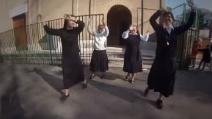 """Fedeli, preti e suore sono """"Happy"""" dopo la canonizzazione di Papa Roncalli e Giovanni Paolo II"""