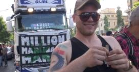 """""""Non siamo dei drogati"""", a Roma sfila il 'Million Marijuana March'"""