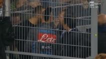 Marek Hamsik accompagnato sotto la curva dei tifosi del Napoli