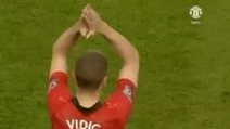 Vidic lascia il Manchester United e l'Old Trafford gli dedica un coro alla sua ultima partita