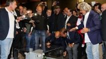 """Grillo porta il plastico del carcere a Vespa: """"Processi a politici e media"""""""