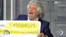 """Grillo da Vespa con maxi assegno: """"Processo web a media e politici"""""""