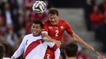 Il gol di Lichtsteiner contro il Perù nell'amichevole premondiale