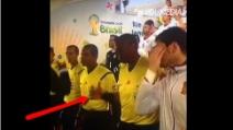Spagna-Cile: stretta di mano rifiutata, la reazione del guardalinee diverte Casillas