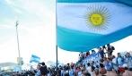 """""""Brasil decime qué se siente"""", la torcida argentina sulla spiaggia più famosa del Brasile"""