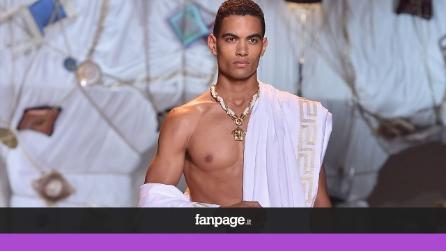 Sfila a Milano l'uomo macho di Versace