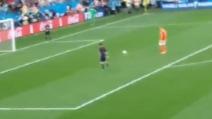 Romero para il rigore di Vlaar ma il pallone poi rotola verso la porta, è gol?