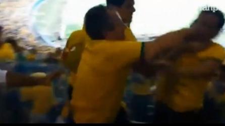 Rissa al Minerao tra i tifosi brasiliani durante la partita con il Brasile