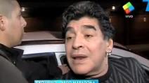 Ubriaco e affranto, Maradona accusa ancora l'ex compagna davanti ai giornalisti