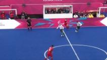 Il numero 7 brasiliano (cieco) firma un goal alla Ronaldo