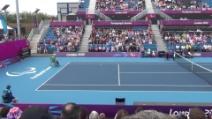 Scambi a tennis: colpo vincente dell'inglese e folla in tripudio