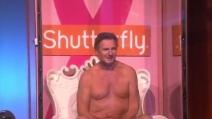 Liam Neeson nudo per la lotta contro il cancro al seno