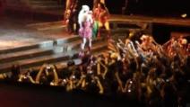 Lady Gaga balla sulle note di Americano e Paparazzi al MediolanumForum di Assago
