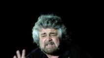 Beppe Grillo parla della differenza tra finanza ed economia ad Alcamo