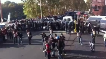 Proteste a Roma, sul lungotevere la polizia spara lacrimogeni