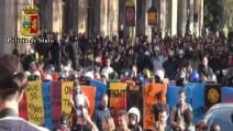 Roma, Ponte Sisto: tensione fra forze dell'ordine e manifestanti (video della Polizia di Stato)