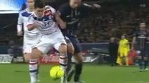 Ibrahimovic calpesta la testa di Lovren