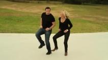"""John Travolta e Olivia Newton in """"I Think You Might Like It"""""""