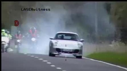 La super frenata della Porsche alla vista dell'autovelox
