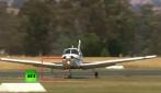Un aereo perde una ruota, atterraggio di emergenza