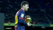 Messi mostra i suoi 4 Palloni d'Oro al Camp Nou