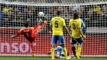 Super parata di Isaksson: con una rovesciata nega un gol a Messi