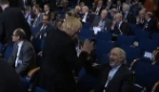 Grande stupore per l'amichevole saluto tra la leader tedesca e l'ambasciatore iraniano
