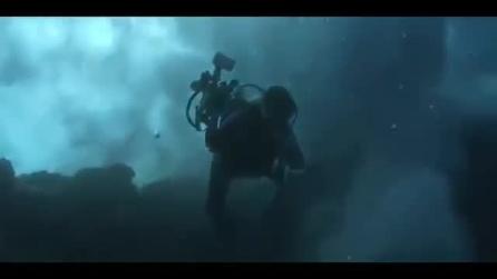 Un sommozzatore mangiato dall'oceano