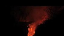 L'Etna torna ad eruttare, fontane di lava illuminano la notte