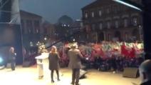 Bersani canta 'O surdato 'nnammurato a Napoli