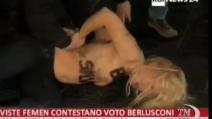 """""""Basta Silvio"""", la scritta sul petto nudo delle attiviste del Femen"""