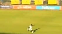 Super gol da 70 metri, beffa il portiere da lontanissimo