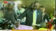 Kenya al voto per scegliere presidente: 7 morti
