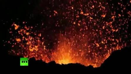 Spettacolare e inattesa eruzione di un vulcano in Russia