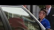 La Regina Elisabetta lascia l'ospedale di Londra