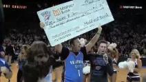 NBA da sogno: Tifoso vince 20 mila dollari che userà per curare la moglie malata di cancro