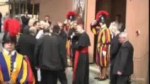 Papa, Francesco riconosce sacerdoti argentini tra la folla e li chiama