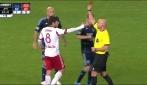 Juninho scaglia il pallone sul portiere e viene espulso