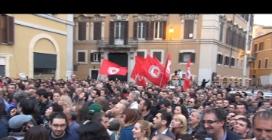 Napolitano di nuovo al Quirinale: in piazza scoppia la protesta