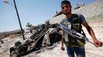 Soldato siriano ucciso dal cecchino mentre recupera panni stesi